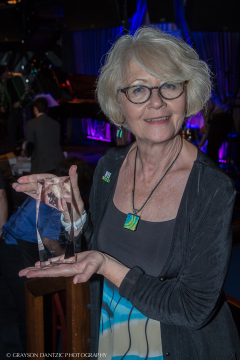 Linda Yohn shows award